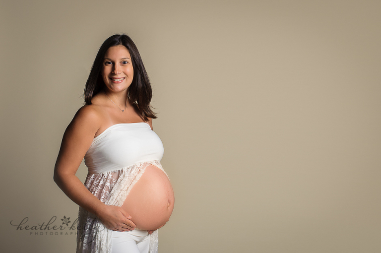 newtown ct maternity photographer ct pregnancy photographer 32 weeks maternity session