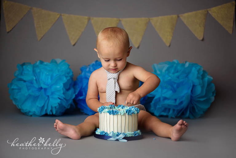 gray and blue cake smash session