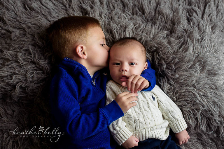 baby photography big brother kissing baby brother