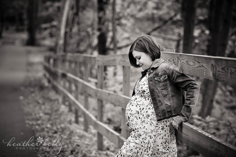 b&w maternity image on fence. new milford maternity family photography