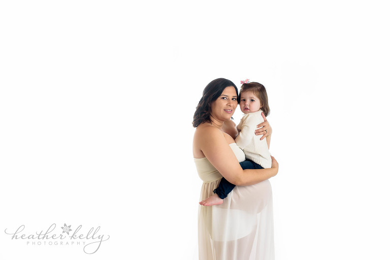 maternity image with toddler. southbury prengnacy photos