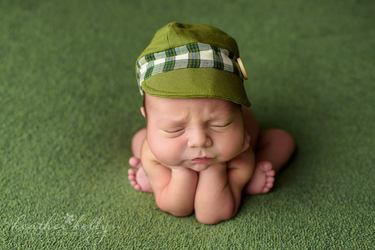 froggie pose newborn photography derby baby boy